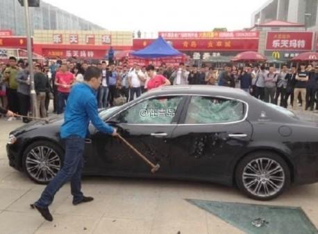 Đại gia thuê người đập nát siêu xe Maserati 8.8 tỉ đồng ảnh 4