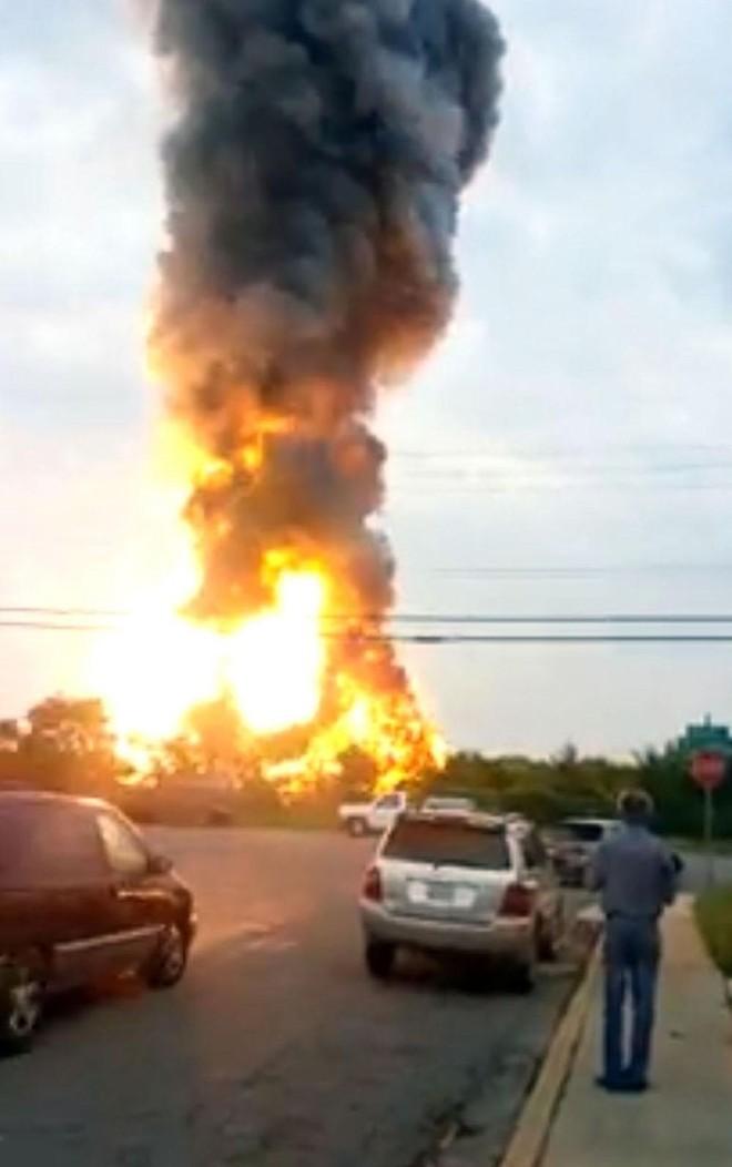 Tai nạn tàu hoả kinh hoàng gây cháy lớn trong 10 giờ đồng hồ ảnh 2