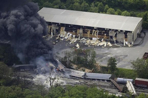 Tai nạn tàu hoả kinh hoàng gây cháy lớn trong 10 giờ đồng hồ ảnh 3