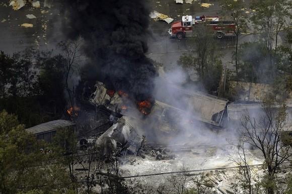 Tai nạn tàu hoả kinh hoàng gây cháy lớn trong 10 giờ đồng hồ ảnh 4