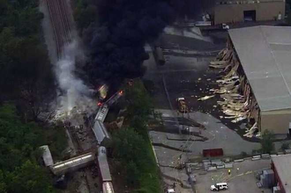 Tai nạn tàu hoả kinh hoàng gây cháy lớn trong 10 giờ đồng hồ ảnh 6