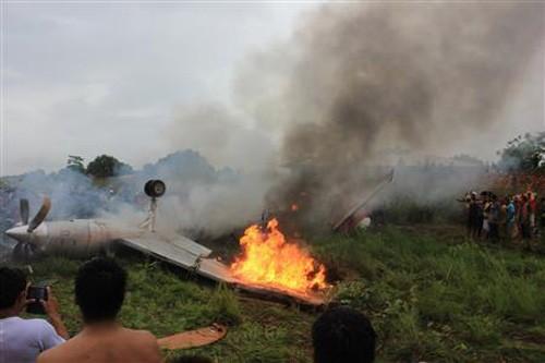 Máy bay bốc cháy, 8 hành khách thiệt mạng ảnh 1