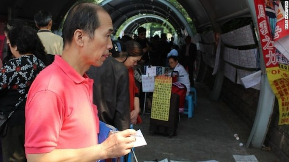 Thượng Hải có cả một khu chợ chuyên...môi giới hôn nhân ảnh 1