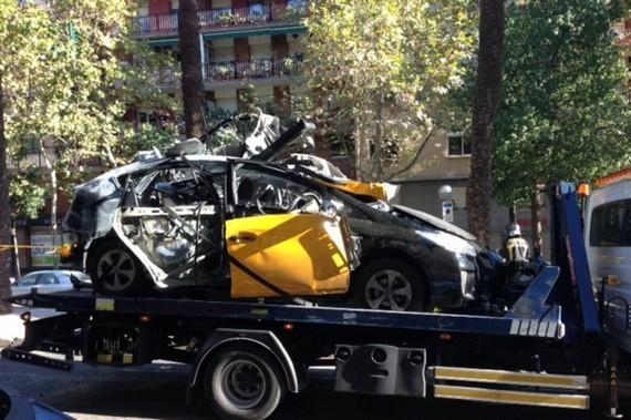 Toyota Prius bỗng dưng phát nổ trên đường ảnh 1
