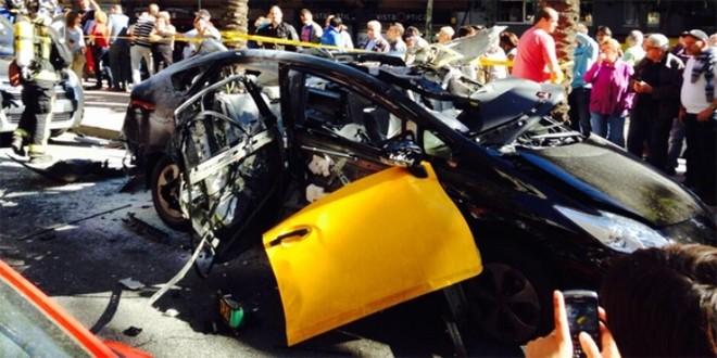 Toyota Prius bỗng dưng phát nổ trên đường ảnh 2