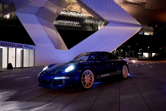 Mãn nhãn với Porsche 911 phiên bản Facebook ảnh 1