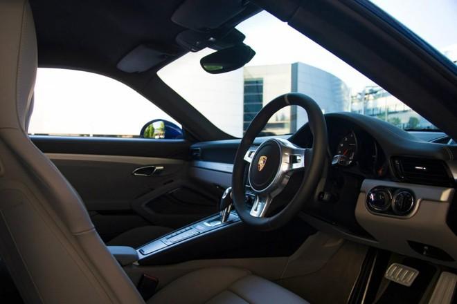 Mãn nhãn với Porsche 911 phiên bản Facebook ảnh 8