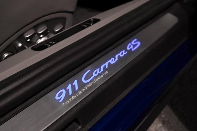 Mãn nhãn với Porsche 911 phiên bản Facebook ảnh 9