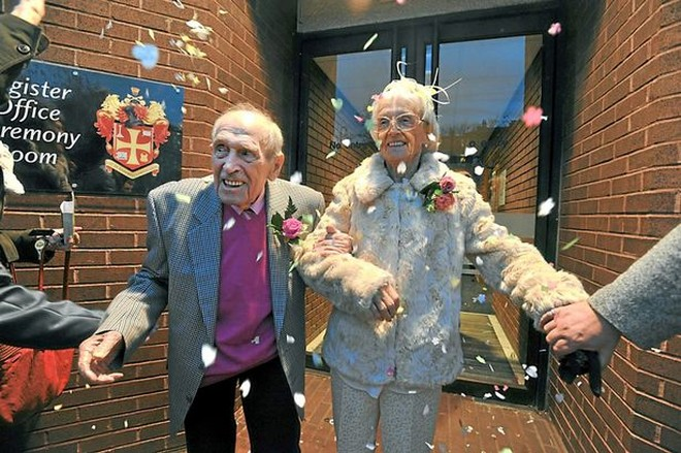97 tuổi vẫn kết hôn vì tình yêu sét đánh ảnh 2