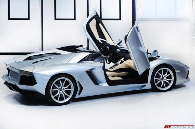 Mua căn hộ được tặng siêu xe Lamborghini Aventador Roadster ảnh 1