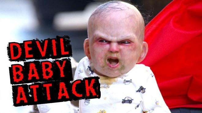 """""""Em bé quái vật"""" làm náo loạn đường phố ảnh 1"""