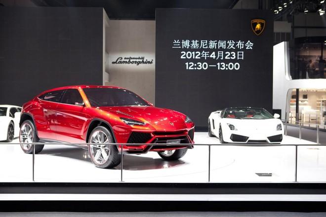 SUV đầu tiên của Lamborghini bán ra vào năm 2017 ảnh 1