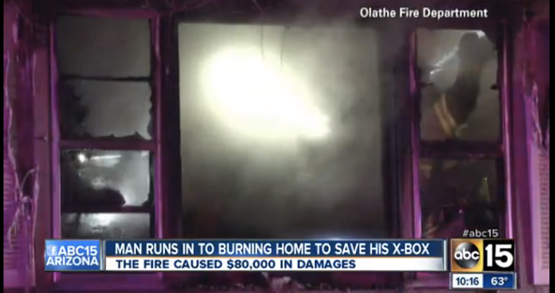 Liều mạng lao vào ngôi nhà đang cháy để cứu máy chơi game Xbox ảnh 1