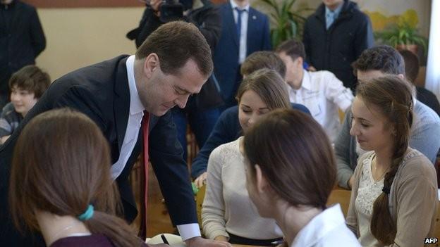 Thủ tướng Nga Medvedev đến thăm Crimea ảnh 1