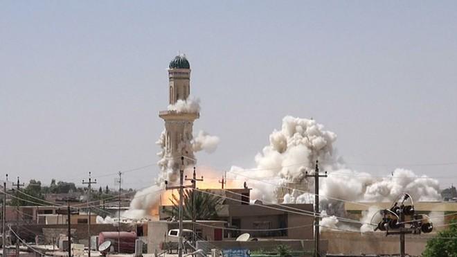 ISIS phá huỷ nhiều nhà thờ và lăng mộ hồi giáo ở Mosul ảnh 1