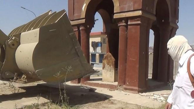 ISIS phá huỷ nhiều nhà thờ và lăng mộ hồi giáo ở Mosul ảnh 2