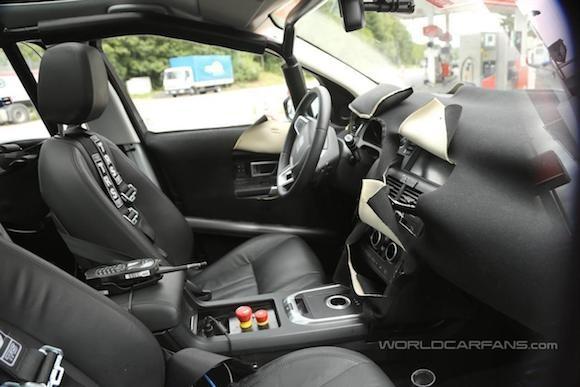 Land Rover Discovery Sport lộ ảnh chụp trộm nội thất ảnh 1