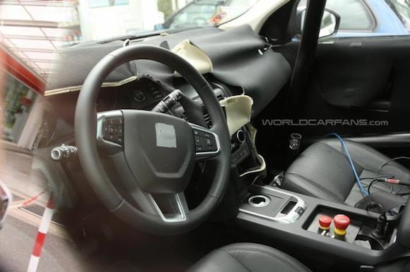Land Rover Discovery Sport lộ ảnh chụp trộm nội thất ảnh 2