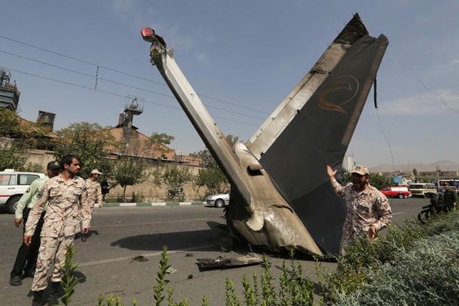 Máy bay chở khách rơi ở Iran, 45 người thiệt mạng ảnh 1