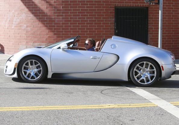 """Kẻ huỷ diệt"" Arnold Schwarzenegger vi vu cùng Bugatti Veyron ảnh 3"