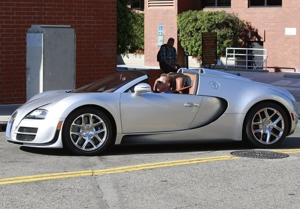 """Kẻ huỷ diệt"" Arnold Schwarzenegger vi vu cùng Bugatti Veyron ảnh 5"