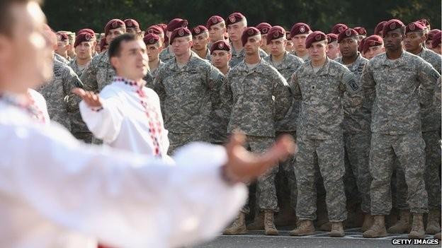 Binh lính NATO bắt đầu tập trận ở phía tây Ukraine ảnh 1