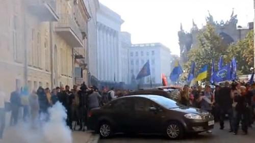 Lực lượng Right Sector đe dọa lật đổ tổng thống Ukraine ảnh 1