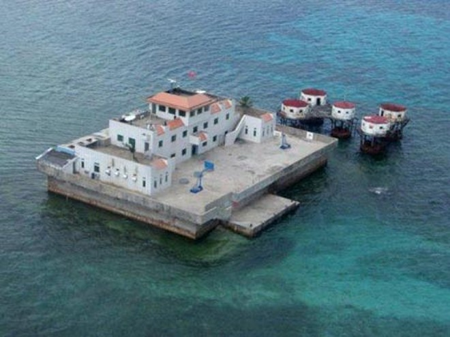 """Trung Quốc biến tàu chở dầu thành tàu cá """"khủng"""" triển khai xuống biển Đông ảnh 1"""