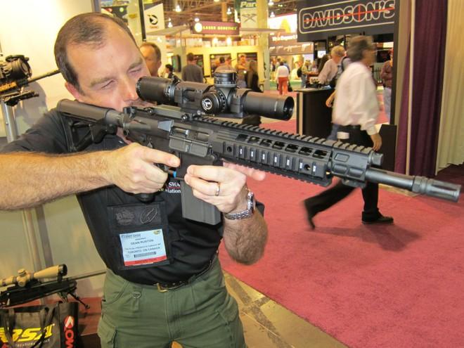 Căng thẳng với Trung Quốc, Ấn Độ mua 72.000 súng trường SIG716 từ Mỹ ảnh 1