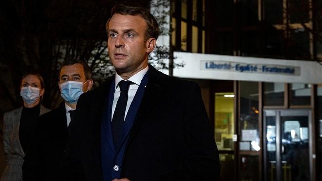 Tổng thống Macron gọi vụ sát hại giáo viên ở ngoại ô Paris là khủng bố ảnh 1