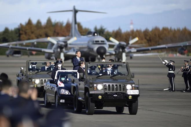 Thủ tướng Nhật Bản dự duyệt binh, kêu gọi quân đội đoàn kết ảnh 1