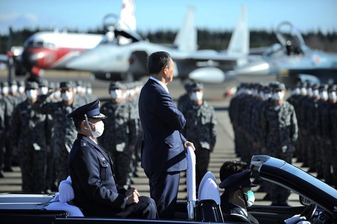 Thủ tướng Nhật Bản dự duyệt binh, kêu gọi quân đội đoàn kết ảnh 3