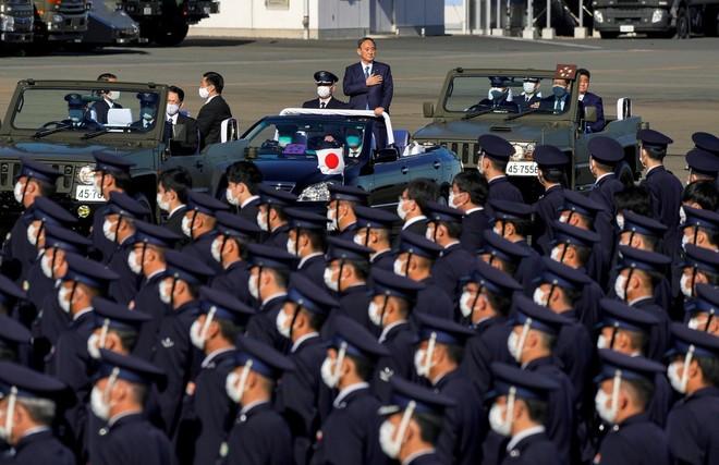 Thủ tướng Nhật Bản dự duyệt binh, kêu gọi quân đội đoàn kết ảnh 4