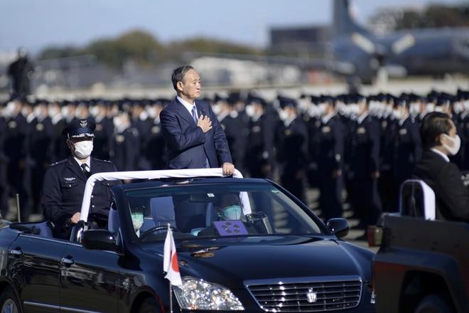 Thủ tướng Nhật Bản dự duyệt binh, kêu gọi quân đội đoàn kết ảnh 2