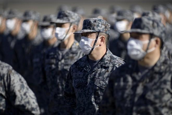 Thủ tướng Nhật Bản dự duyệt binh, kêu gọi quân đội đoàn kết ảnh 11