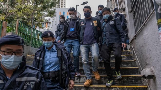 Chính quyền Hong Kong bắt giữ 53 nhà hoạt động theo luật an ninh mới ảnh 1