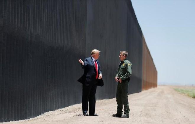 Ông Donald Trump thăm bức tường biên giới những ngày cuối nhiệm kỳ ảnh 1