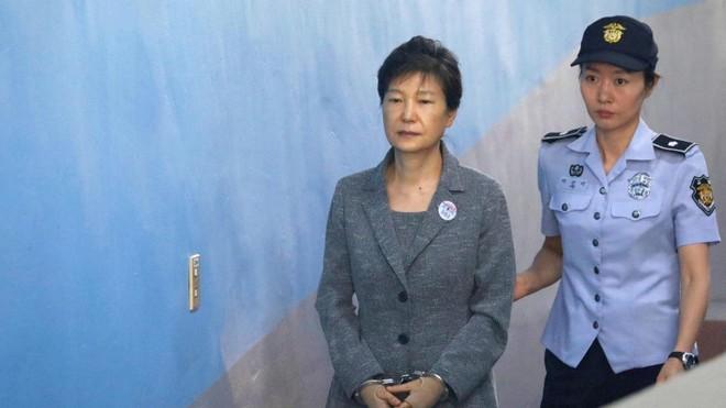 Tòa án tối cao Hàn Quốc giữ nguyên mức án với cựu Tổng thống Park Geun-hye ảnh 1