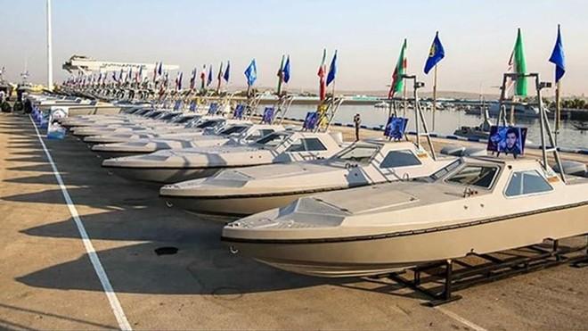 Iran biên chế cùng lúc 340 tàu cao tốc trang bị vũ trang ảnh 1