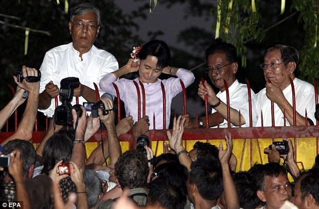 [ẢNH] Tổng Tư lệnh quân đội Myanmar hứa trao trả quyền lực sau bầu cử ảnh 5
