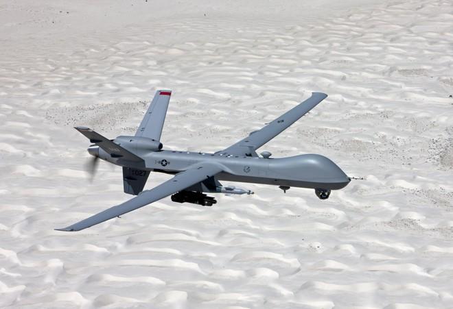 Mỹ tạm ngừng cho phép UAV không kích ngoài vùng chiến sự ảnh 1