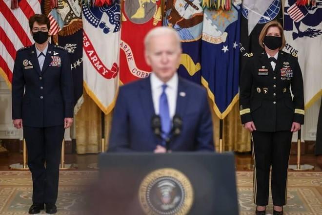 Tổng thống Joe Biden bổ nhiệm hai nữ tướng 4 sao đúng ngày 8-3 ảnh 1