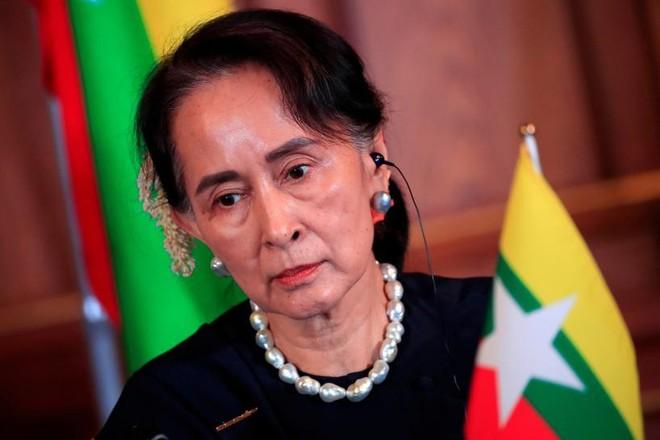 Bà Aung San Suu Kyi bị cáo buộc nhận hối lộ 600.000 USD ảnh 1