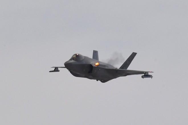 Tiêm kích F-35B Mỹ tự 'khạc' đạn lúc diễn tập, thiệt hại 2,5 triệu USD ảnh 1