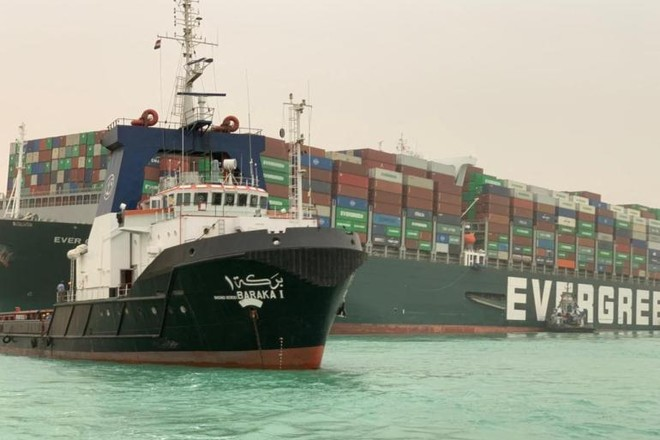 Siêu tàu Ever Given mắc cạn có thể chắn ngang kênh đào Suez tới vài tuần ảnh 1
