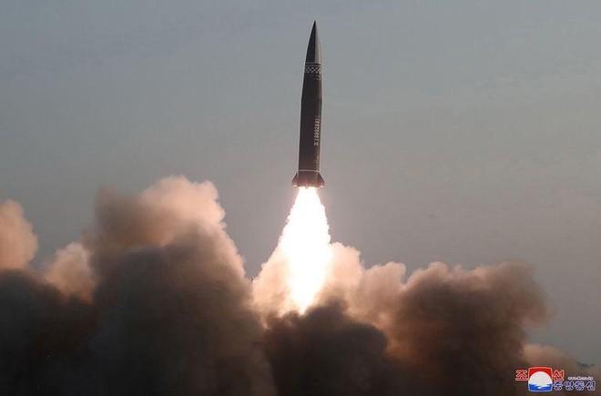 Triều Tiên tuyên bố thử nghiệm thành công tên lửa đạn đạo chiến thuật mới ảnh 1