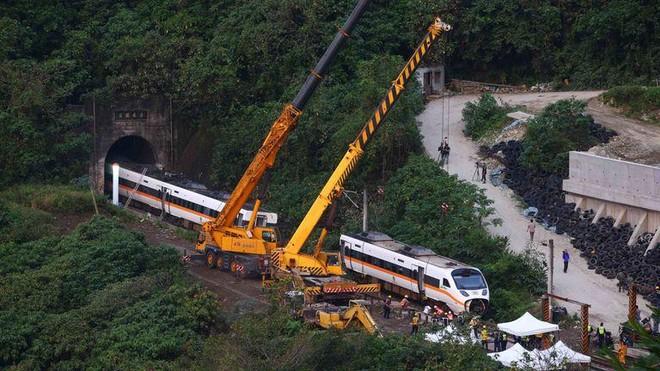 Lãnh đạo đầu ngành giao thông Đài Loan nhận trách nhiệm vụ tai nạn tàu cao tốc ảnh 1