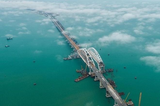 Ukraine cáo buộc Nga chặn lối vào eo biển Kerch ảnh 1