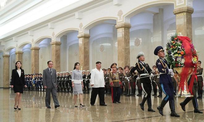 Ông Kim Jong-un dự lễ kỉ niệm ngày sinh cố lãnh đạo Kim Nhật Thành ảnh 1