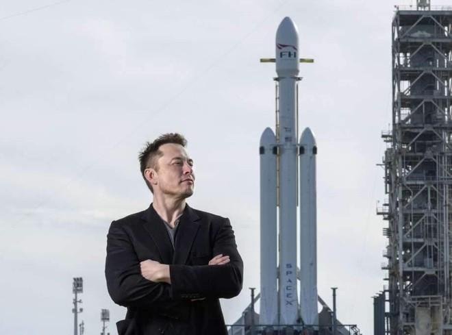 SpaceX giành được hợp đồng chế tạo tàu đổ bộ Mặt Trăng với NASA ảnh 1